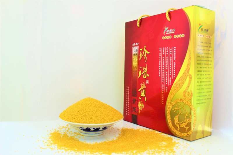 珍珠黄2公斤礼盒装小米.JPG